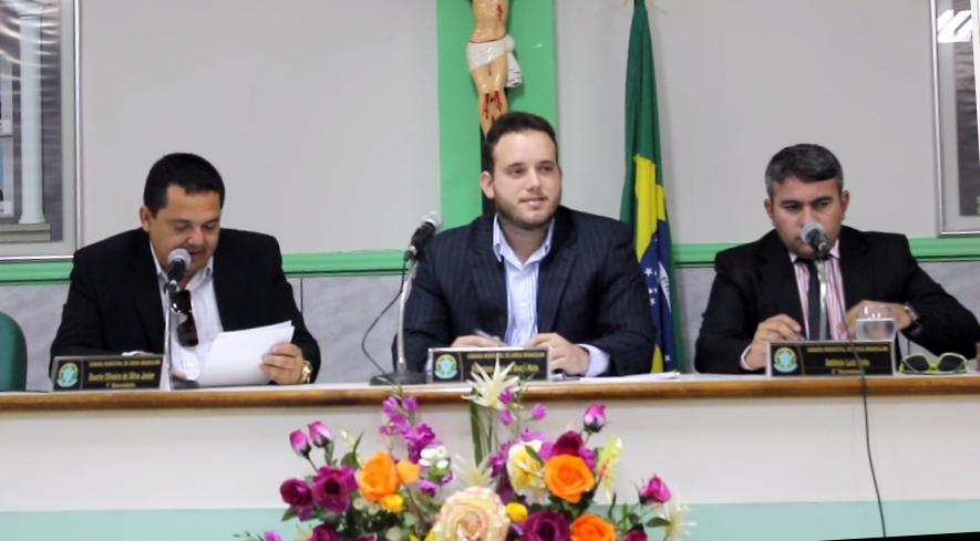 """""""Netinho Cunha"""" (centro) preside a Mesa Diretora da Casa (Foto: Erivan Silva)"""