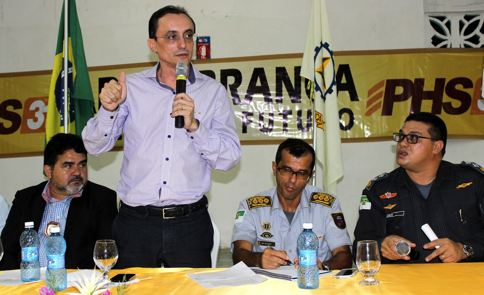 Deputado Souza e autoridades discutiram segurança no mês passado (Foto: Jailton Rodrigues)