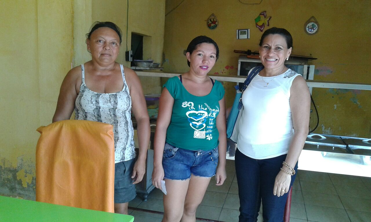 Edivanda Pereira visitando microempreendedores areia-branquenses