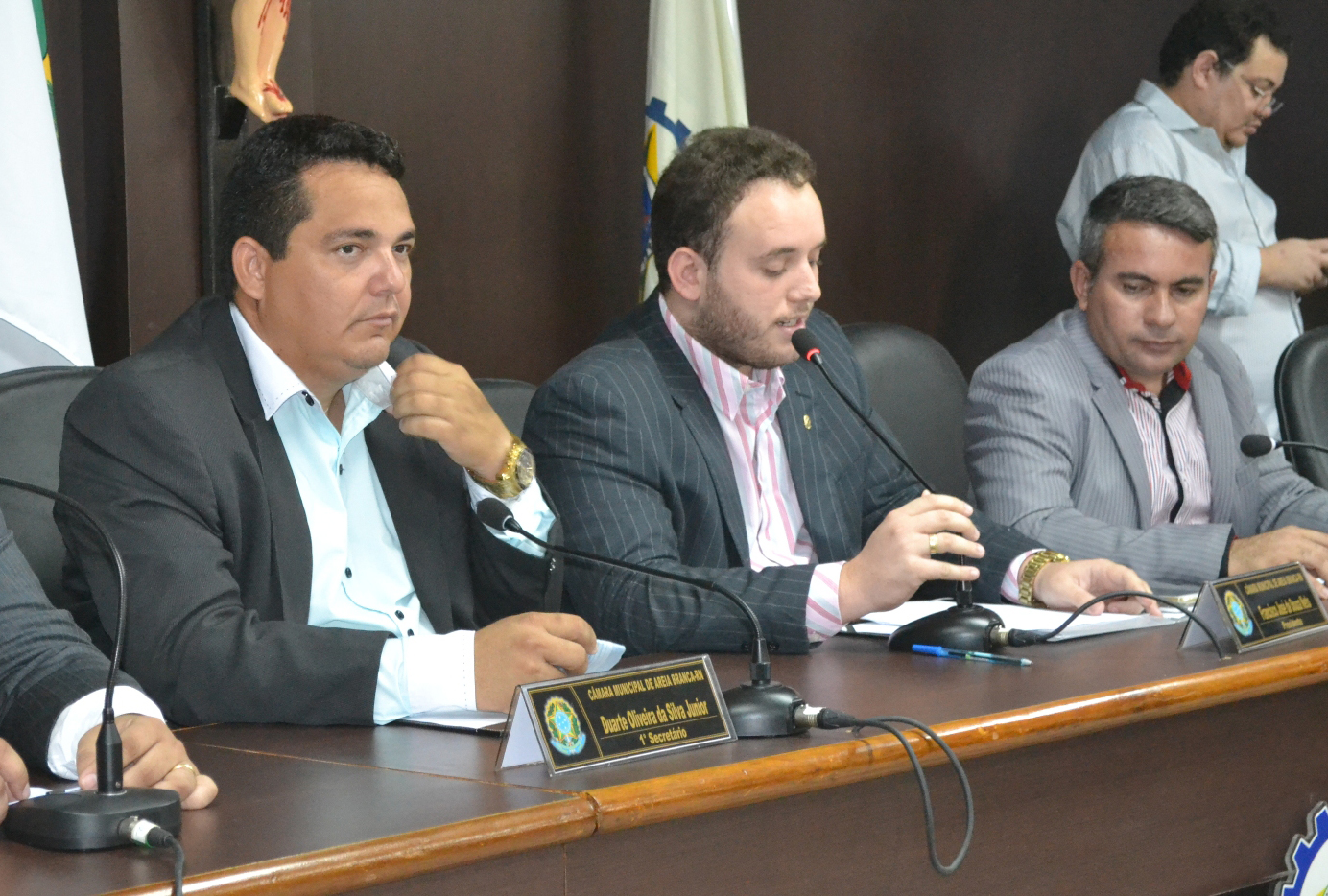 """Duarte Júnior (1º secretáiro), """"Netinho Cunha"""" (presidente) e """"Tonho da Cohab"""" (2º secretário) comandam os trabalhos da Casa (Foto: Erivan Silva)"""