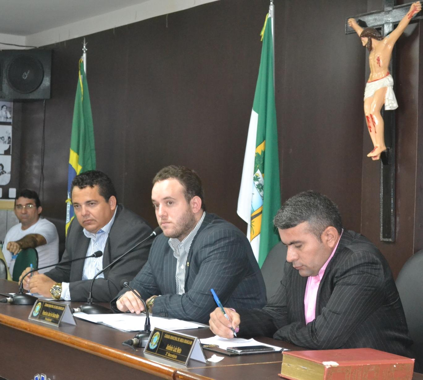 """Presidente """"Netinho Cunha"""" (centro) confirma as duas sessões de amanhã (Foto: Erivan Silva)"""
