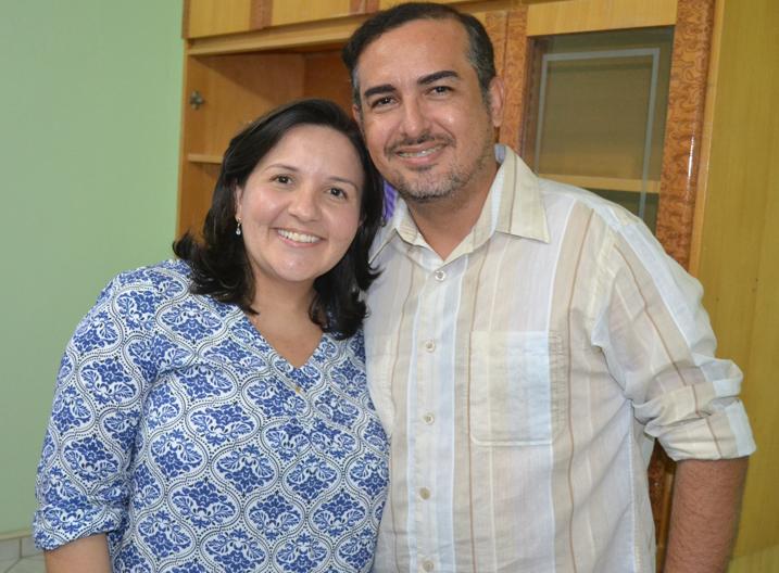 Lidiane Garcia com Oliveira Júnior, o novo secretário de Saúde do município
