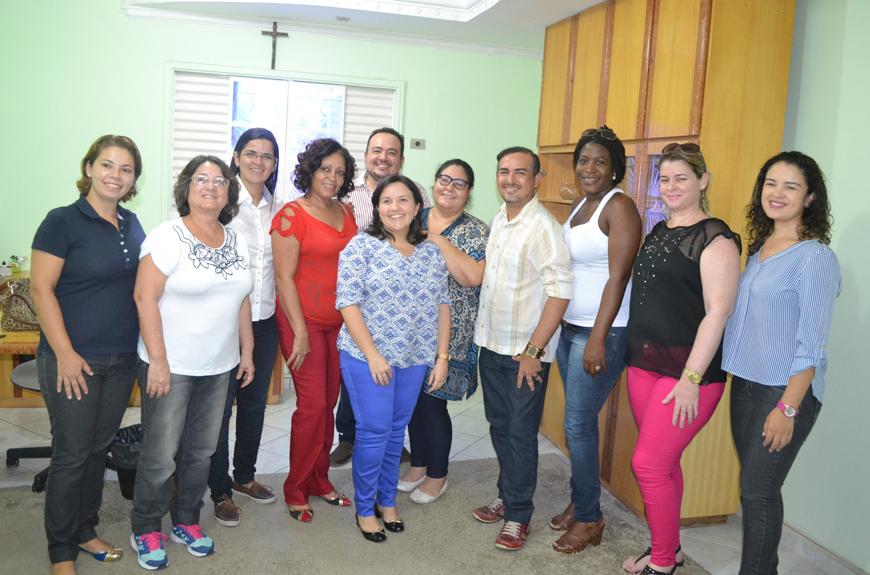 Lidiane, Oliveira Júnior e o quadro de profissionais médicos da secretaria