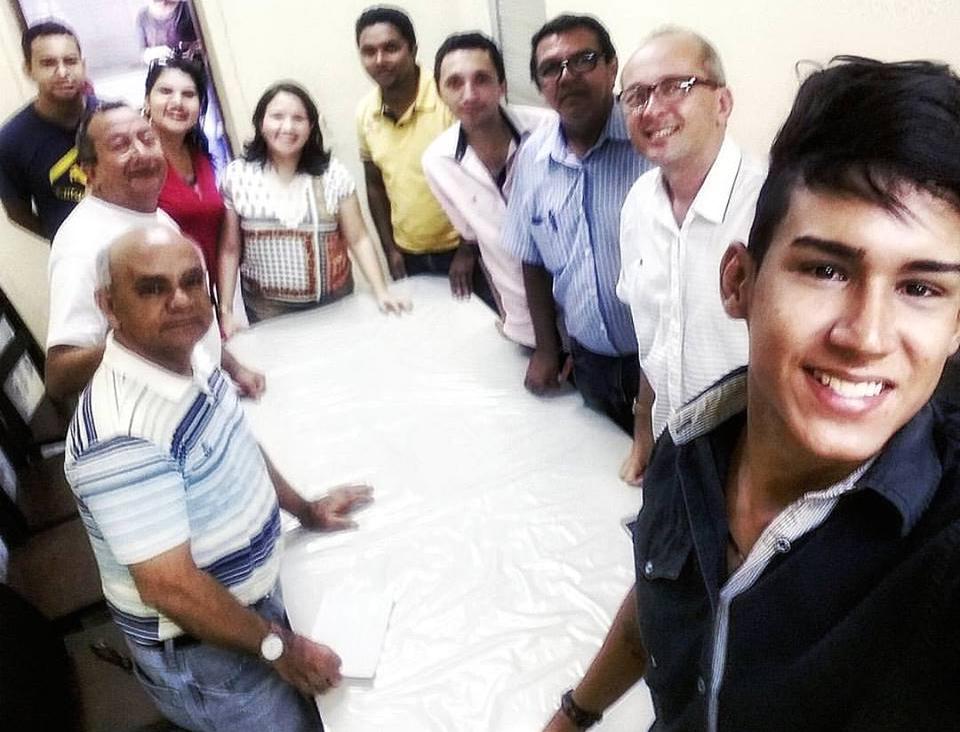 Lidiane Garcia (centro) com representantes da imprensa local (Foto Cedida/Evandson Bernardo)