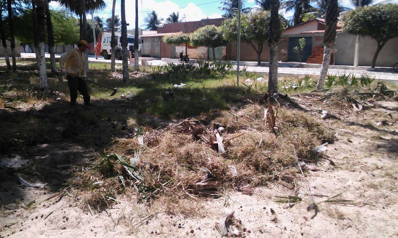 A praça estava sem condições de uso pelos moradores