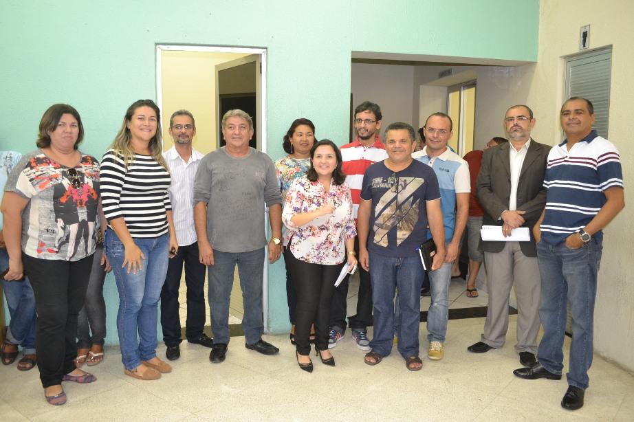 Prefeita Lidiane Garcia com os auxiliares anunciados hoje (Foto: Erivan Silva)