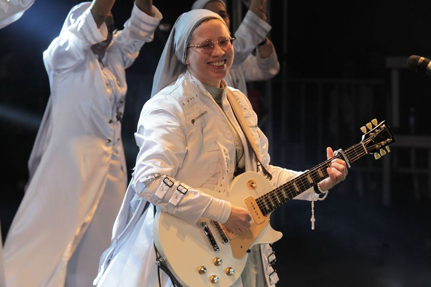 Irmã Kelly Patrícia encerra o cronograma de apresentações, dia 15 (Foto: Divulgação)