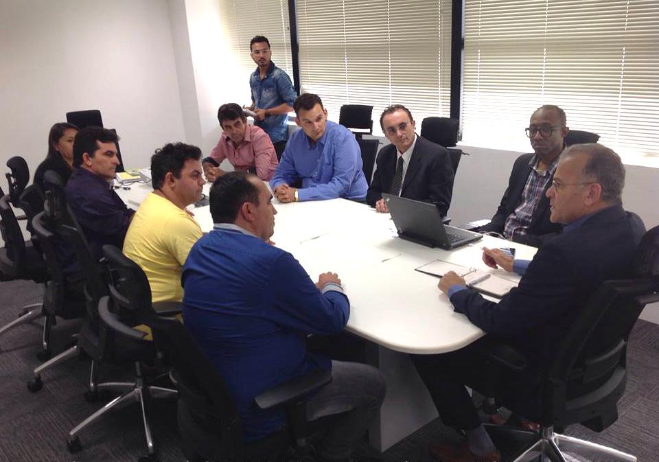 Souza e comitiva de Serra do Mel reunidos com o secretário de Segurança (Foto: Divulgação/Assessoria)