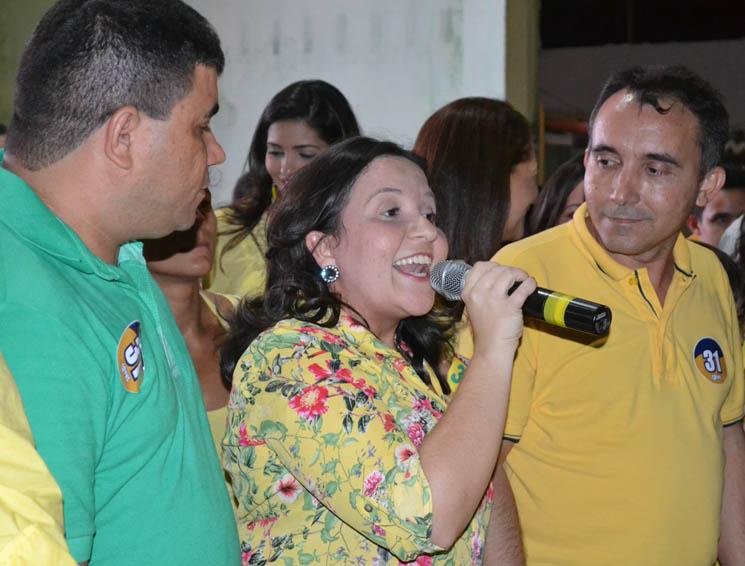 Prefeita Lidiane Garcia (centro) exaltou competência dos pré-candidatos Sandro (vice) e Toninho (prefeito)