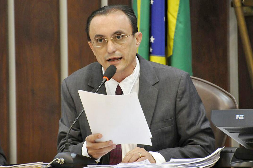 Souza ressalta que estrada é um importante canal para o escoamento da produção (Foto: João Gilbertp/ALRN)