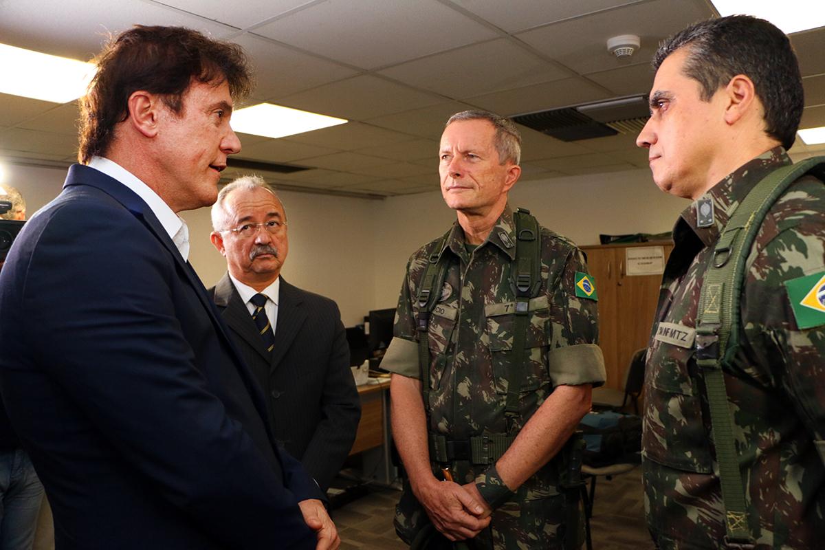 Robinson Faria discute com comando das Forças Armas estratégia de ação