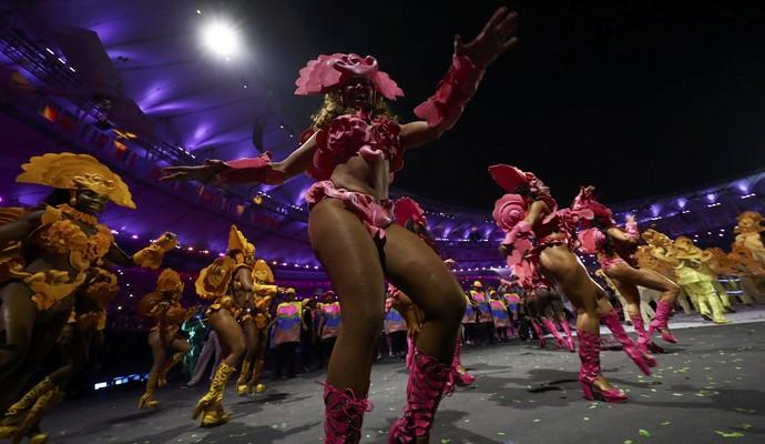Samba não podia ter deixado de fazer parte da festa (Foto: Reuters)