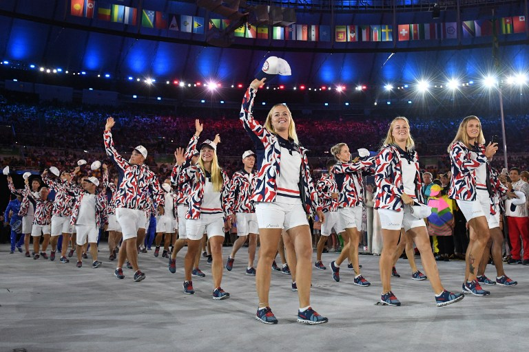 Members of the Norway delegation wave during the opening ceremony of the Rio 2016 Olympic Games at the Maracana stadium in Rio de Janeiro on August 5, 2016. / AFP PHOTO / Leon NEAL