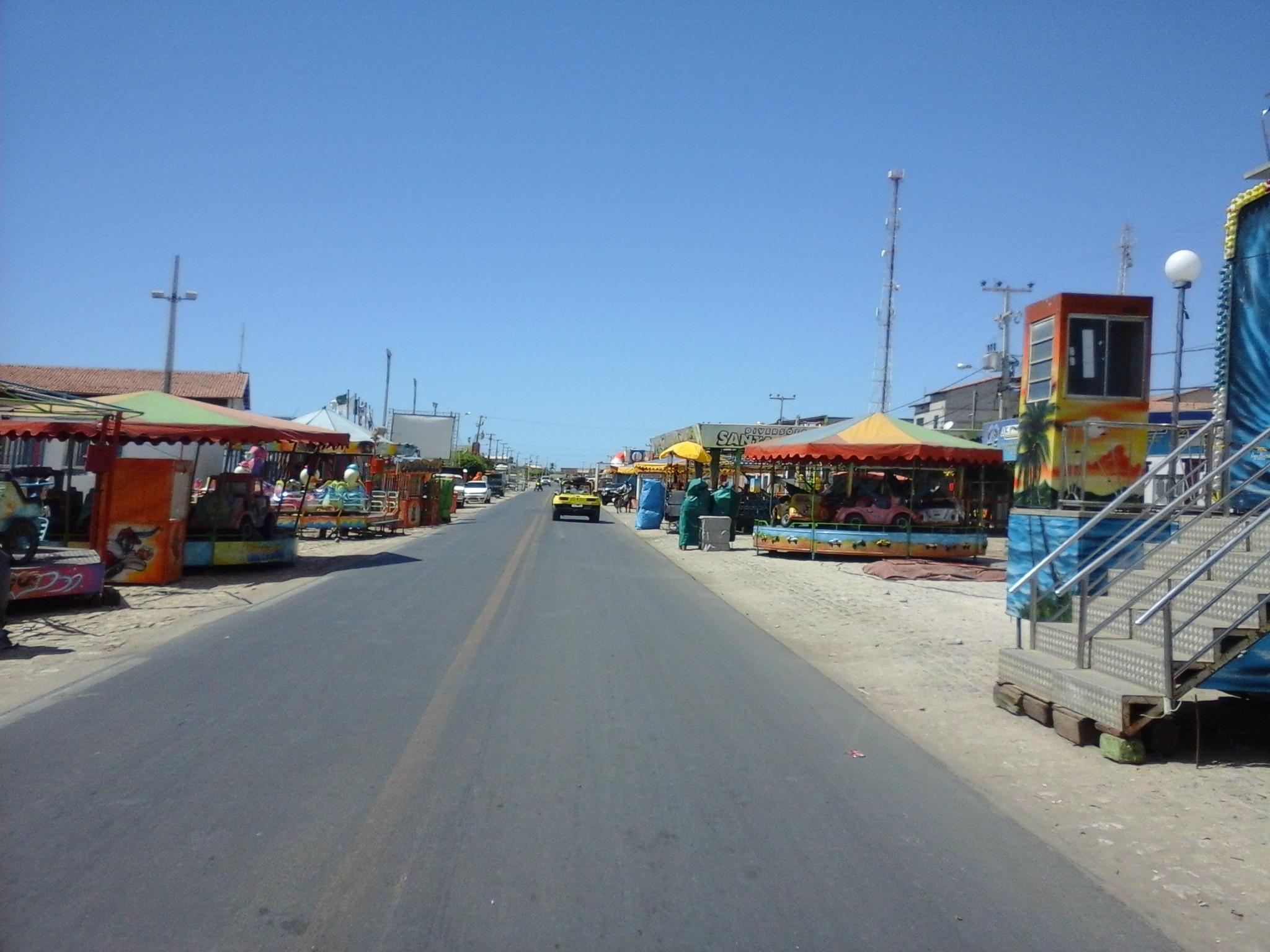 Parques de diversão,e  barracas instalados na área da festa, ao longo da rua Jorge Caminha (Foto: Luciano Oliveira)