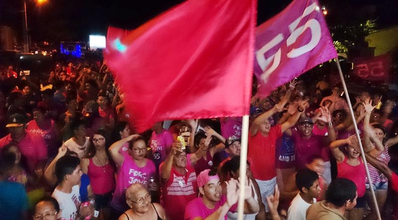 """O vermelho é a cor que simboliza o """"bicudo"""", hoje oposição no município (Foto: Reprodução)"""