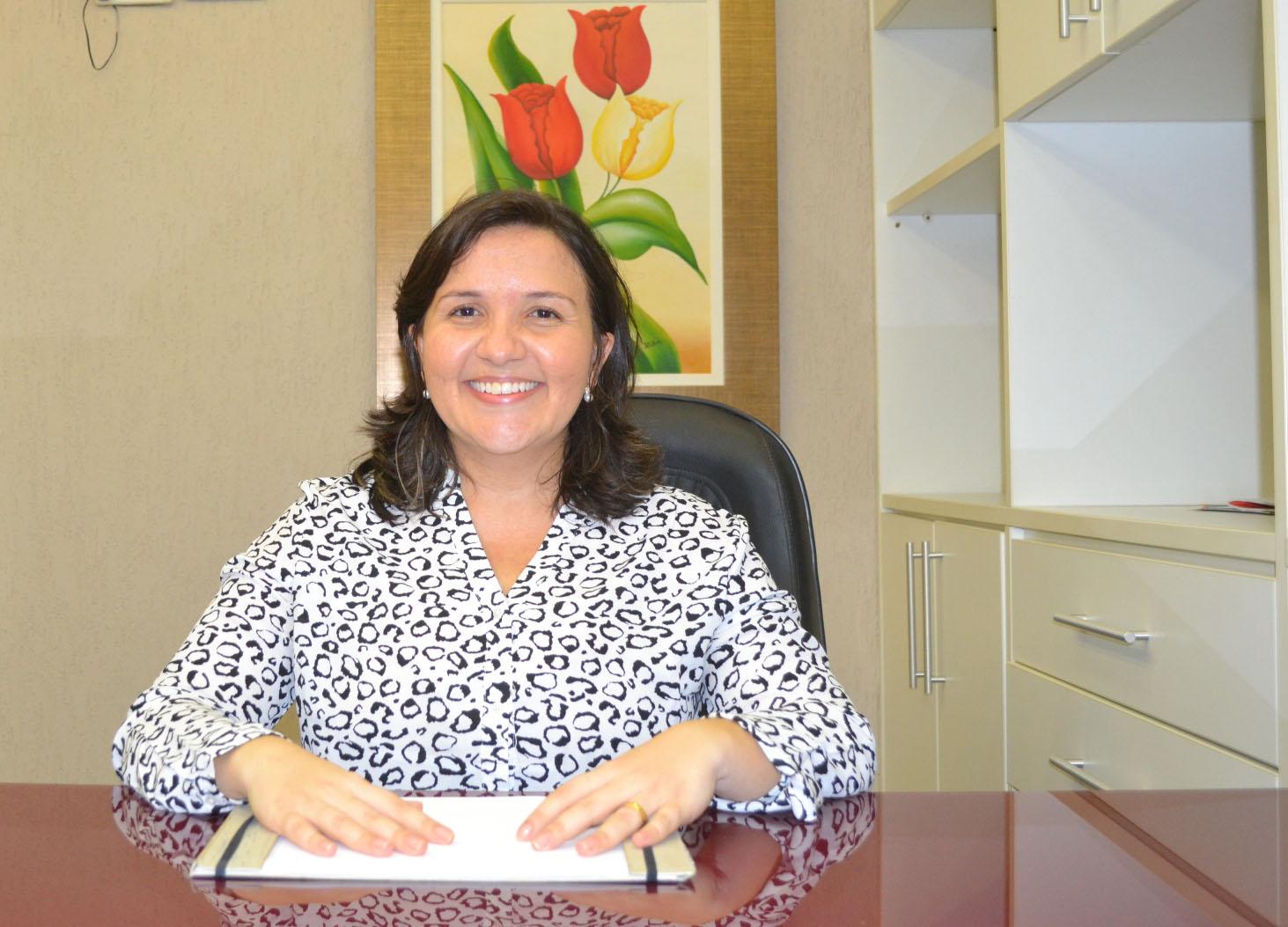 Lidiane Garcia parabeniza os professores pelo seu dia (Foto: Erivan Silva)