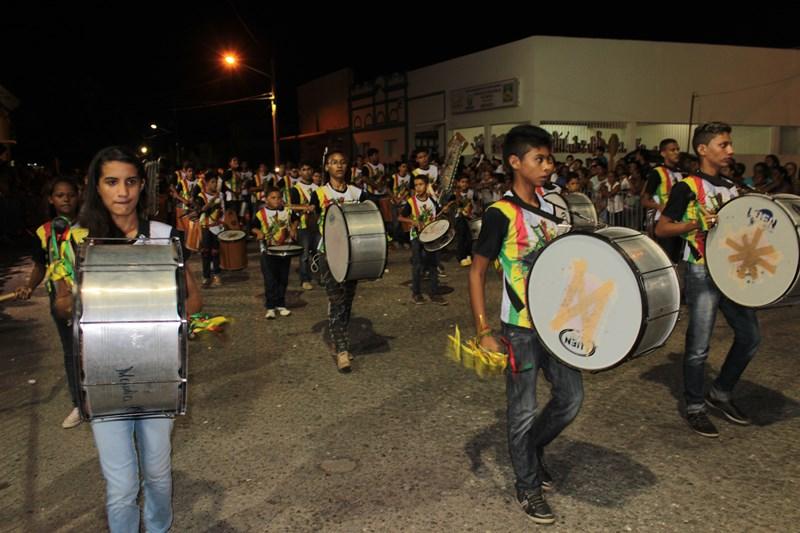 Fanfarras são uma atração à parte durante o desfile (Foto: Arquivo/Carlos Júnior)