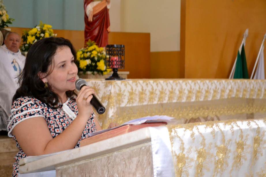 Lidiane Garcia durante a missa comemorativa do aniversário da cidade, hoje, na Matriz (Foto: Erivan Silva)