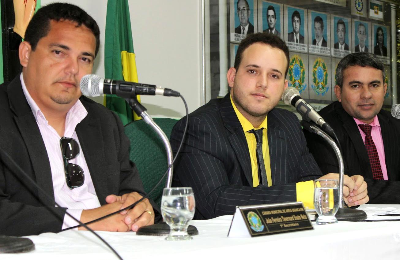 """Presidente """"Netinho Cunha"""" (centro) convida a população a participar das sessões (Foto: Jailton Rodrigues)"""