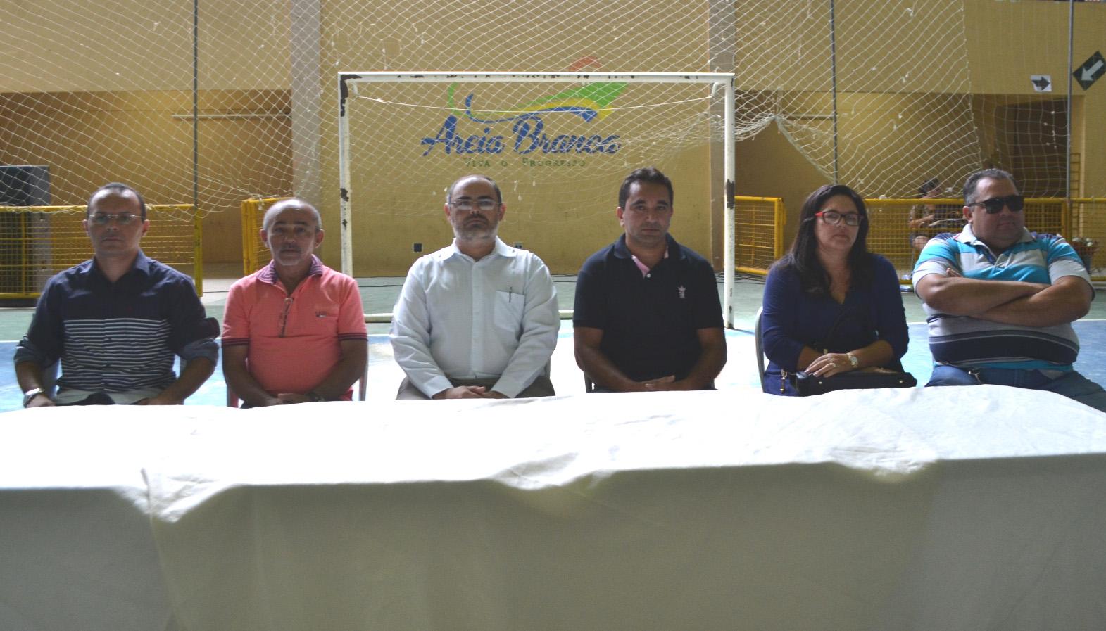 Secretário Edson Souza, vereador Dijalma, Procurador Thiago Rebouças, gerente Erinaldo Rolim, Santa e Alexsandro Lacerda