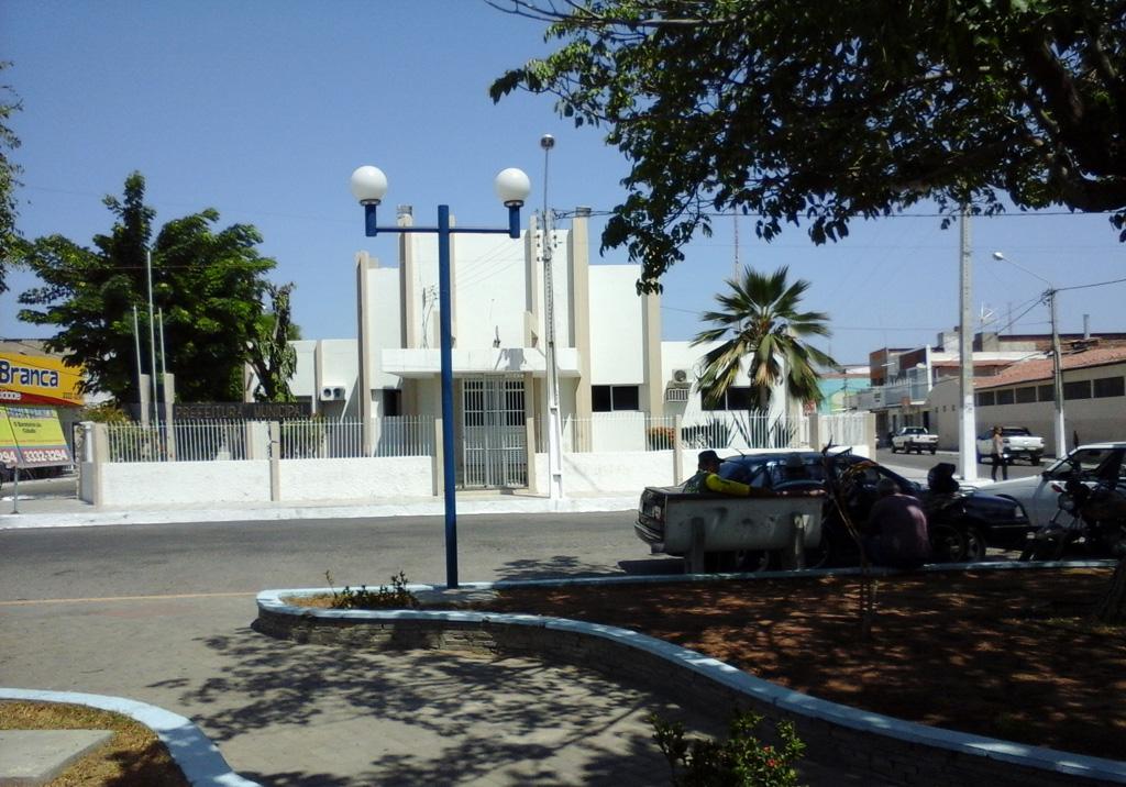 Sede do Executivo areia-branquense uma caixinha de problemas (Foto: Luciano Oliveira)