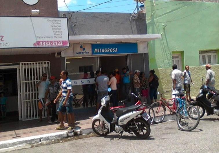 Na única lotérica de Areia Branca, movimento deve ser intenso até sábado (Foto: Arquivo/Luciano Oliveira)