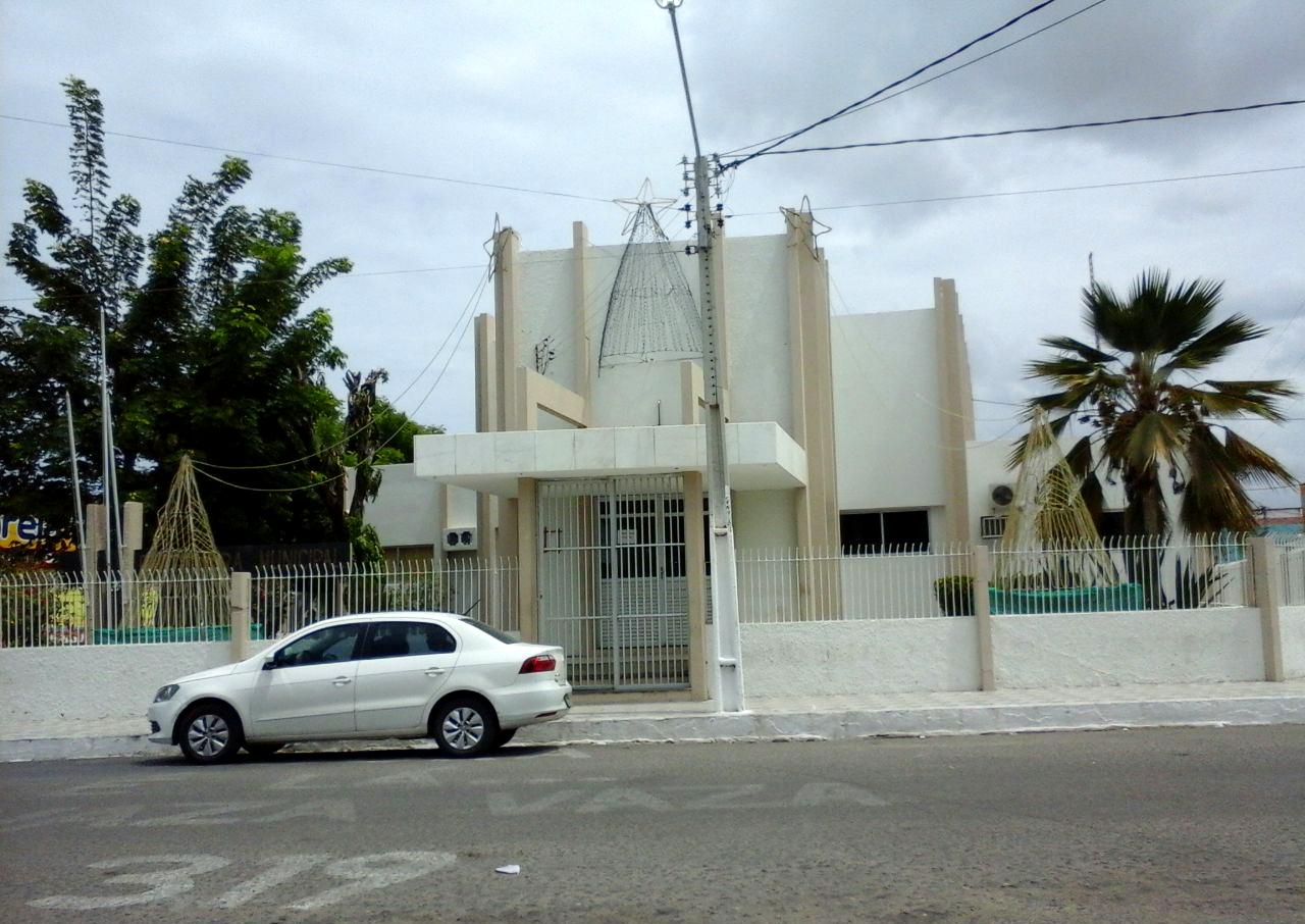 Prefeitura de Areia Branca fechará o ano em situação menos sofrível (Foto: Luciano Oliveira)