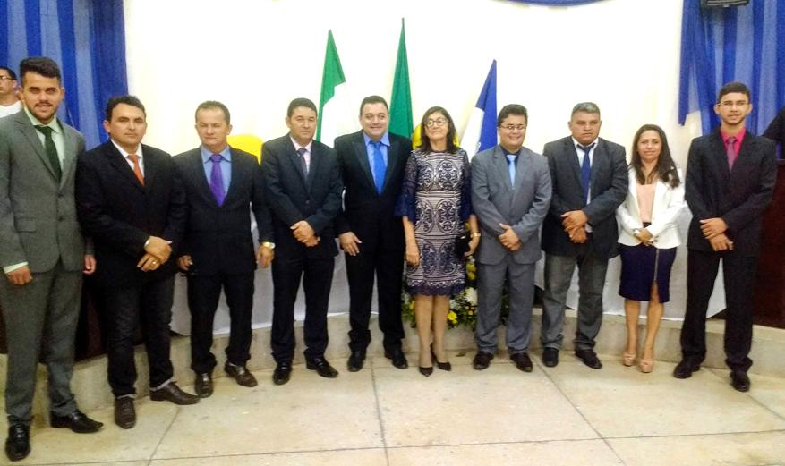 Bibiano, vice Francisca Veras e Moabe (centro) com os vereadores do grupo