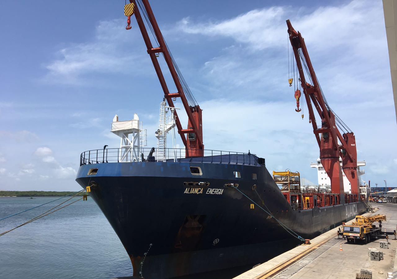 Navio Aliança Energia está atracado no Porto de Natal (Foto: Divulgação/Codern)