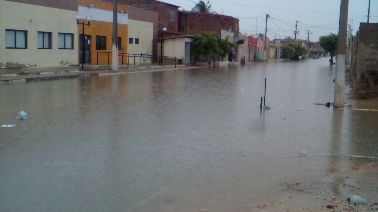 Trecho do bairro Navegantes alagado com as primeiras chuvas do ano (Foto: Reprodução/Internet)