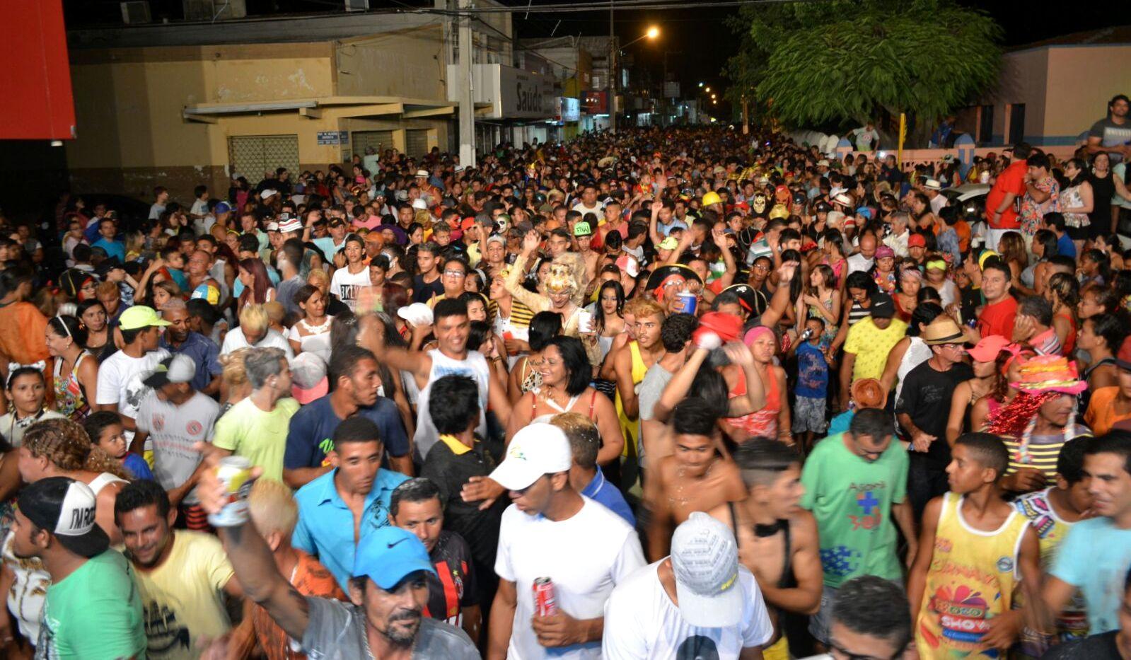 Na segunda-feira tem A Soma Dá Mais de 300 nas ruas da cidade (Foto: Reprodução/Jailton Rodrigues)