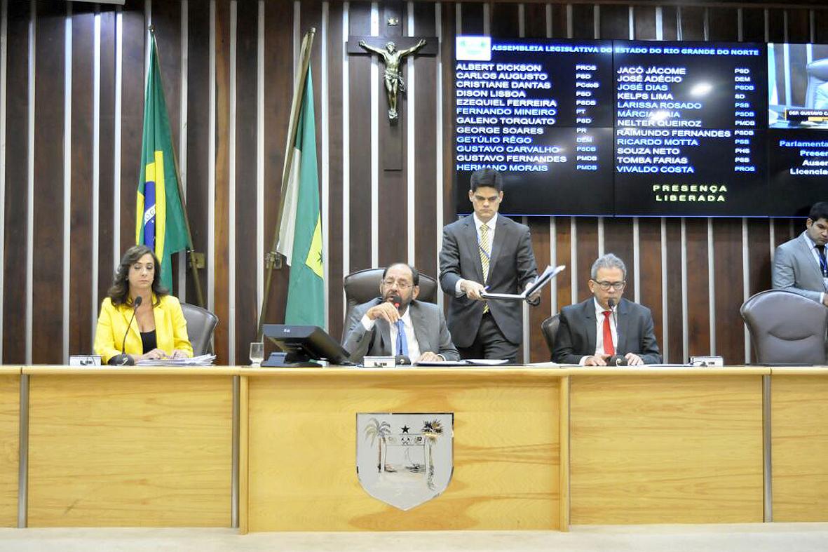 Sessão foi conduzida pelo presidente em exercício, Gustavo carvalho (Foto: Eduardo Maia/ALRN)