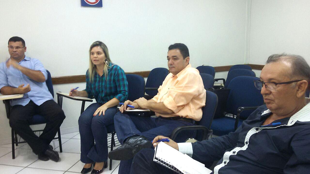 Bibiano ao lado da agrônoma Glenda, secretário Flávio e Braz Lino