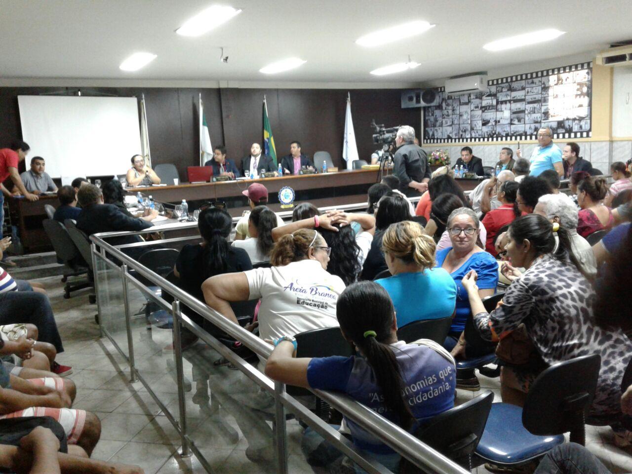 Mesa concedeu espaço para os educadores se pronunciarem