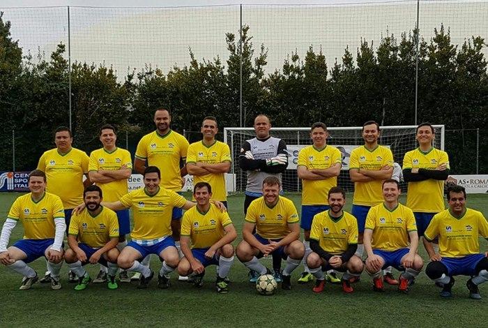 Colégio Pio Brasileiro posa para foto: boa fase acende esperança de conquistar o campeonato