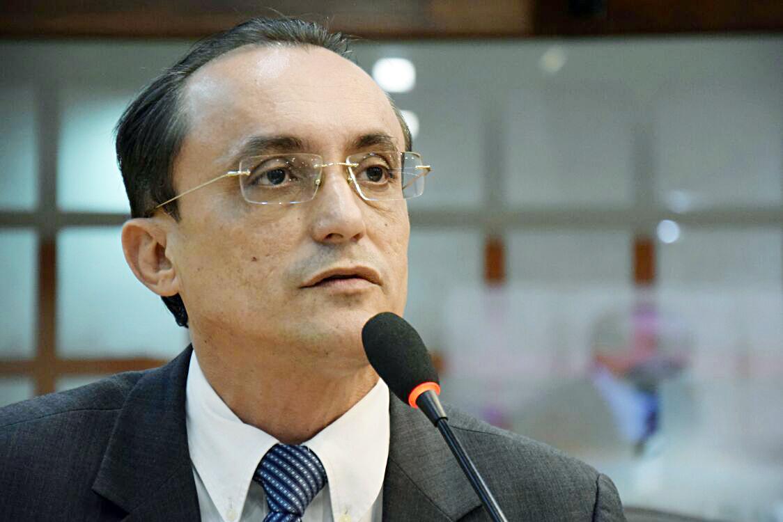 Souza requer ações imediatas para melhorar o atendimento à população (Foto: Eduardo Maia/ALRN)