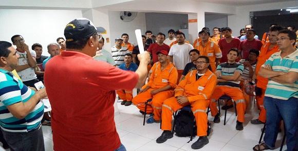 Sindicato e trabalhadores discutem questões salariais (Foto: Reprodução/Sindipetro-RN)