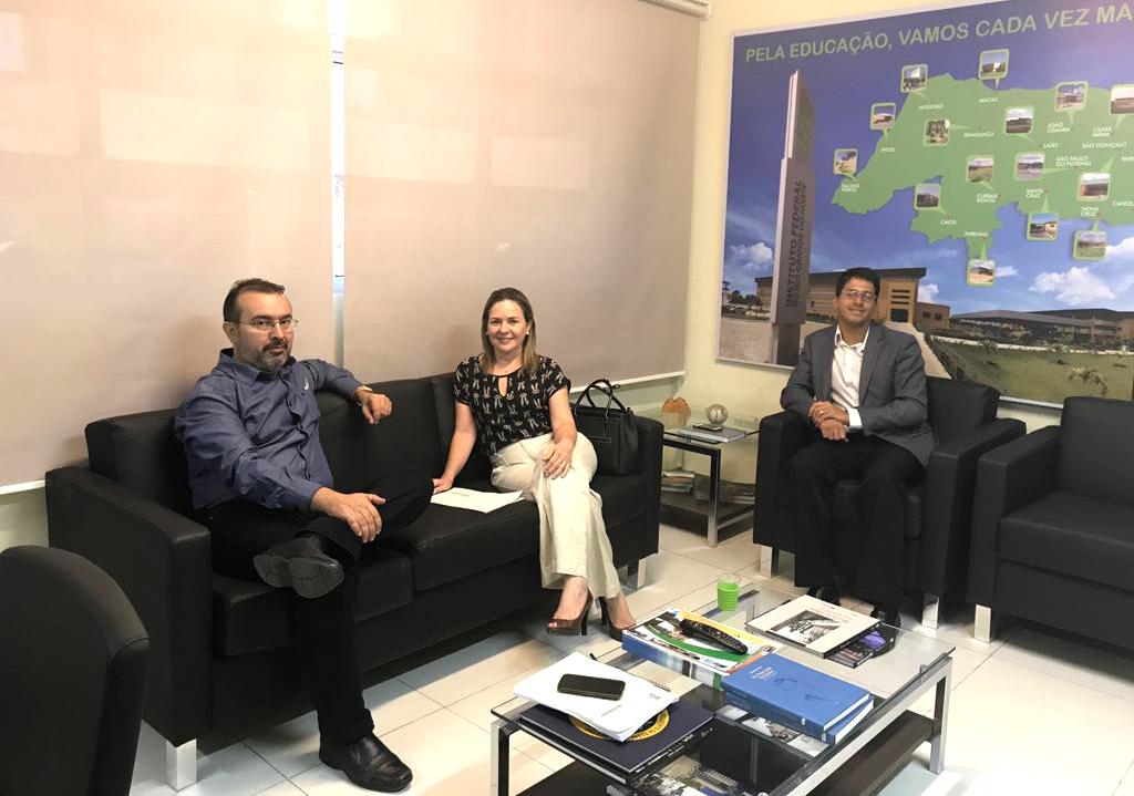 Iraneide se reuni nesta manhã com o vice-reitor da IFRN, Marcos Oliveira (Foto: Divulgação)