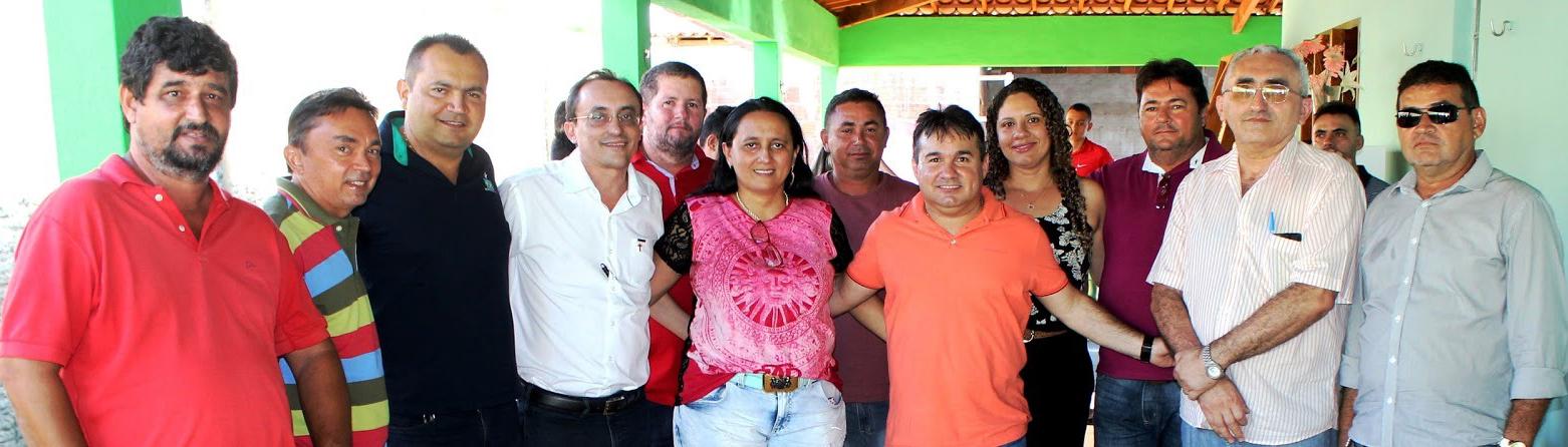 Souza com a prefeita Janda, o vice Bebé e lideranças que apoiam sua reeleição (Foto: Reprodução/Portal Costa Branca)