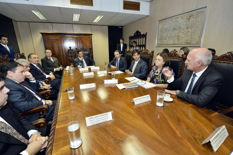 Dirigentes da Codern e a bancada potiguar reunidos com o ministro Maurício Quintella (centro)