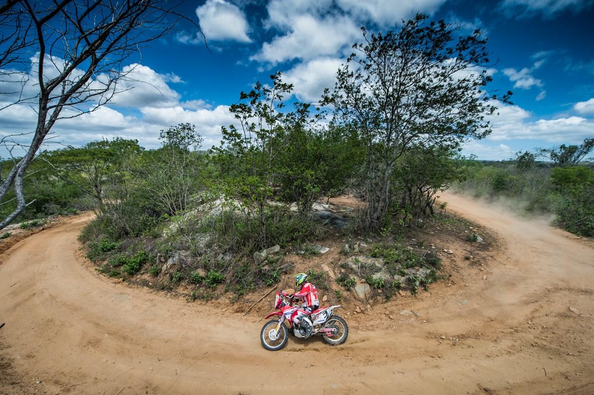 Tunico Maciel foi o vencedor na categoria motos (Foto: Gustavo Epifánio)