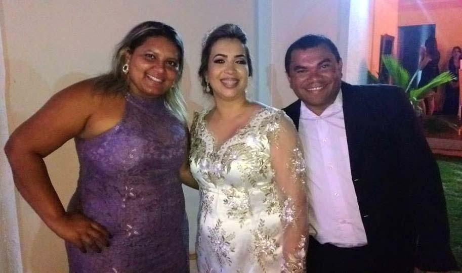 Dra. Rosa ladeada pelo casal amigo Roberta e Chiquinho da Redonda