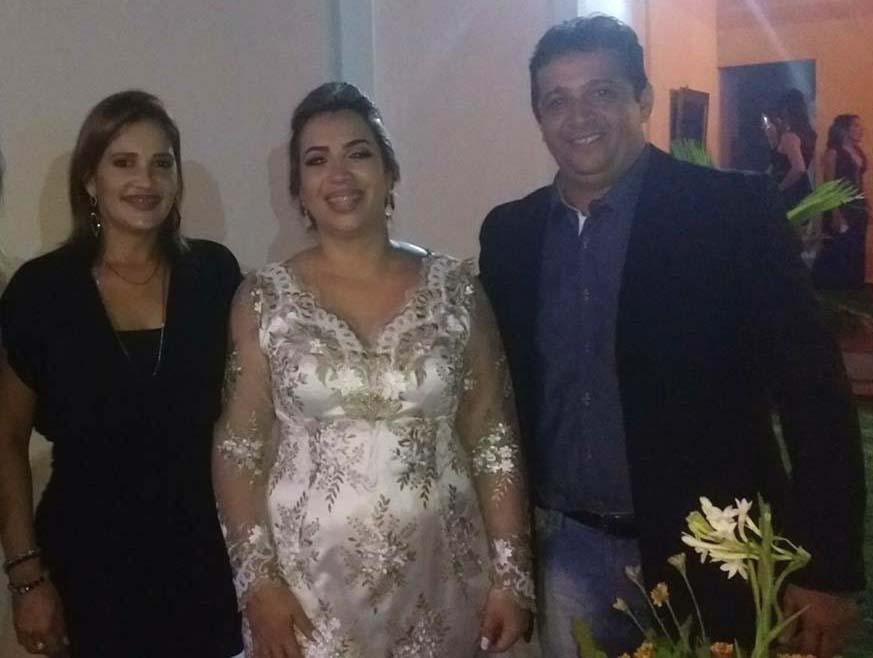 Dra. Rosa com o casal Ítala e o esposo vereador Waguinho Tavernard, de Areia Branca