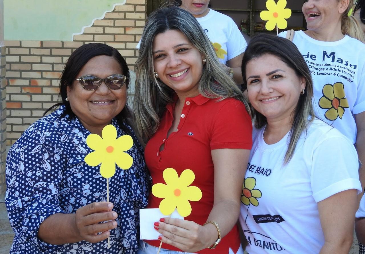 Secretária de Educação Socorro Nascimento e a vice-prefeita Lidiane Marques participaram do ato