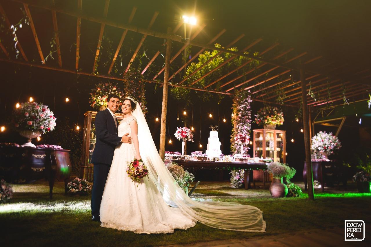 """Ambientação, decoração e iluminação numa combinação perfeita onde os nubentes disseram o """"sim"""""""