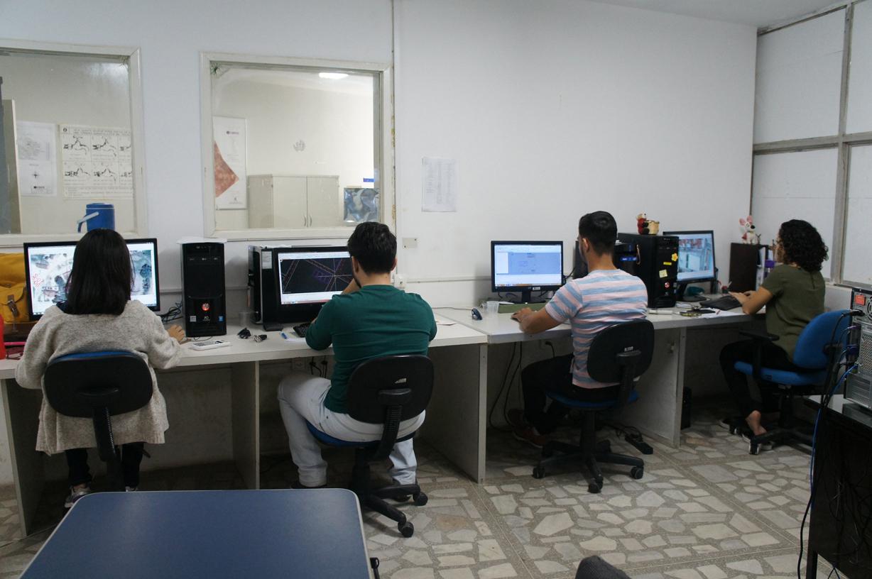 Equipe trabalha fazendo a digitalização das imagens dos imóveis (Foto: Divulgação/Caern)